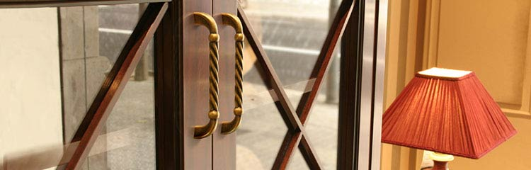 Möbelgriffe und Möbelknöpfe in Antikem Design